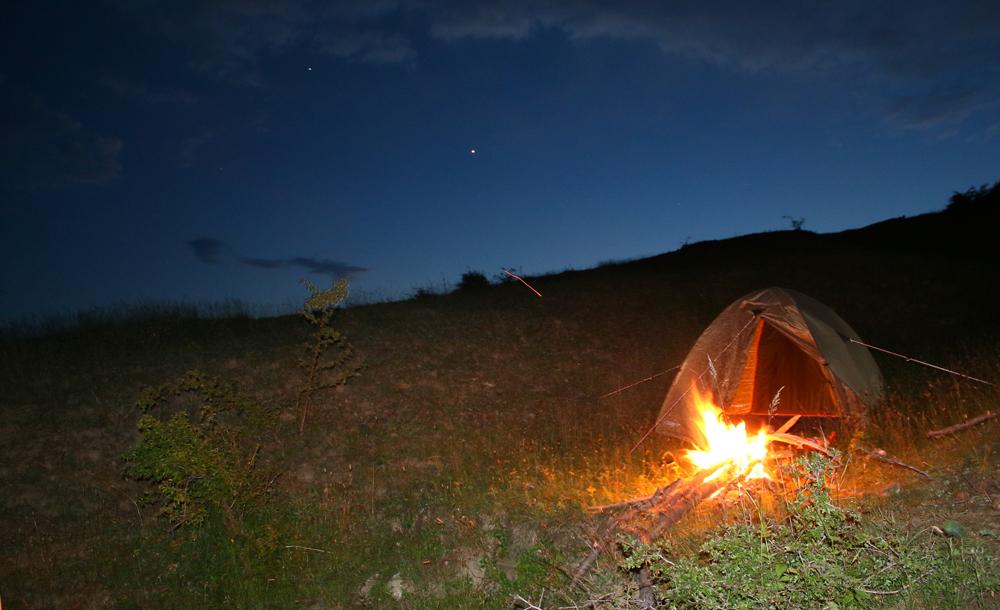 seară la cort pe vârful pleșuva