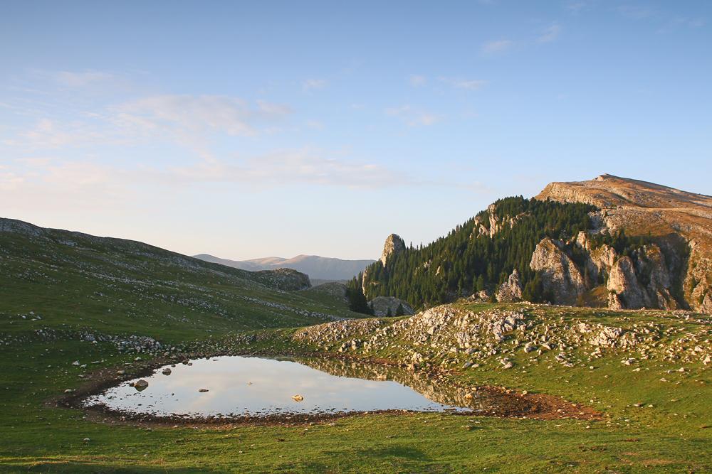lacul de pe muntele piatra