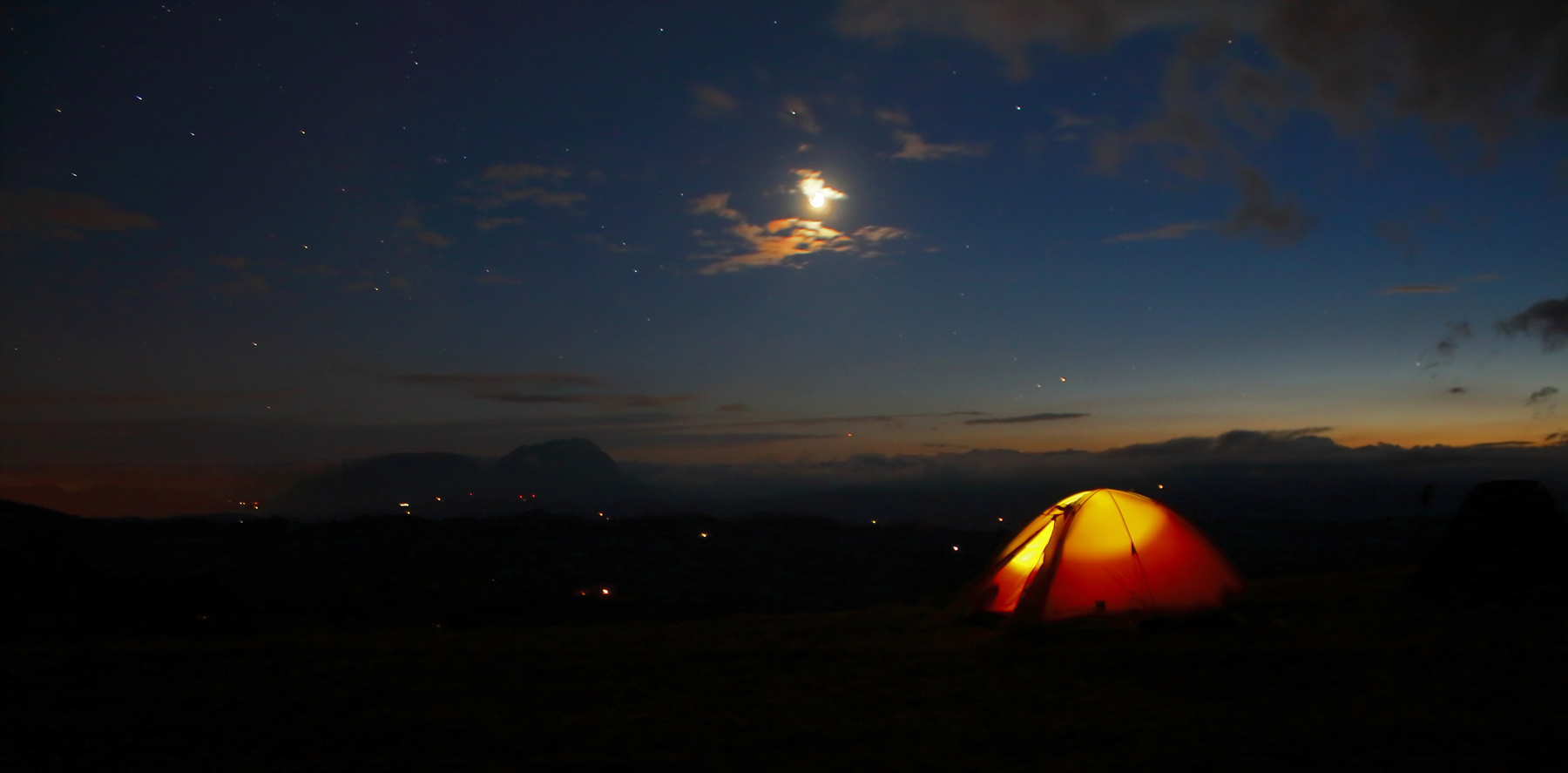noapte la cort în holbav