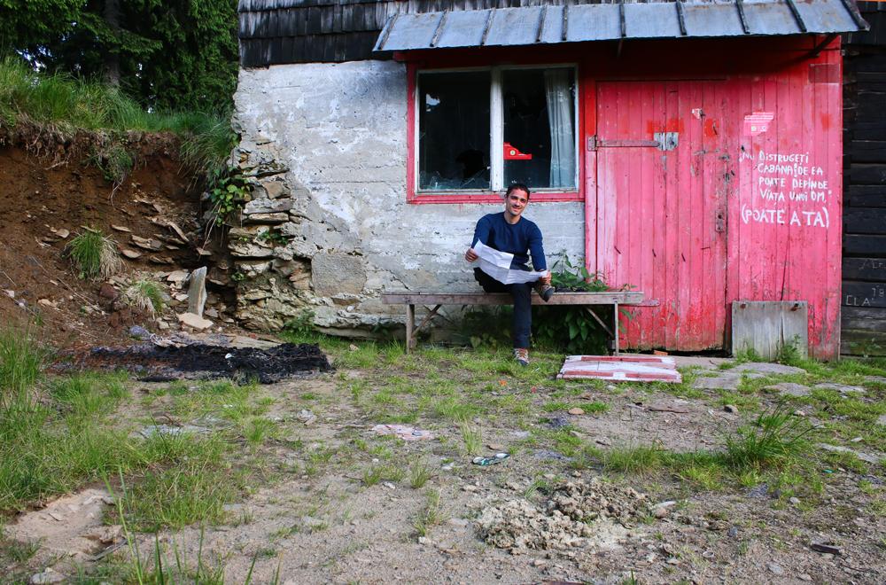 În fața cabanei Prejba