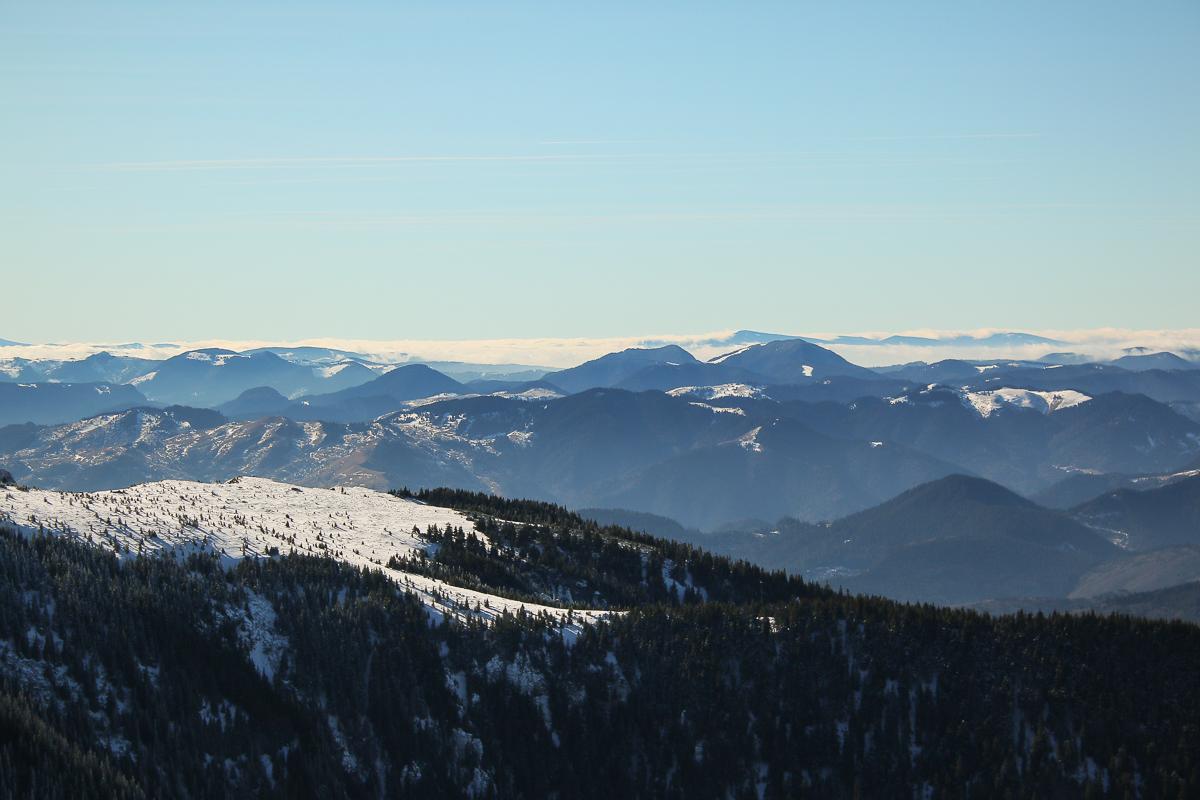 Munții Ciucului văzuți din Ceahlău